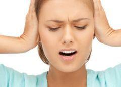 Щелкает в ушах, треск, щелчки: причины, лечение