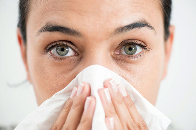 Течет из носа вода, жидкость, слизь, причины, лечение